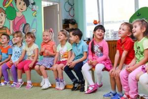 小孩上幼儿园哭了一年怎么办为什么孩子上幼儿园总哭