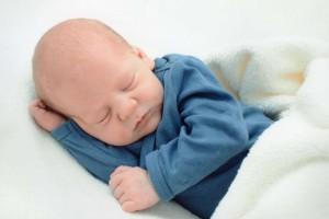 以为宝宝是罗圈腿来看看新生儿小腿弯曲正常吗该怎么办